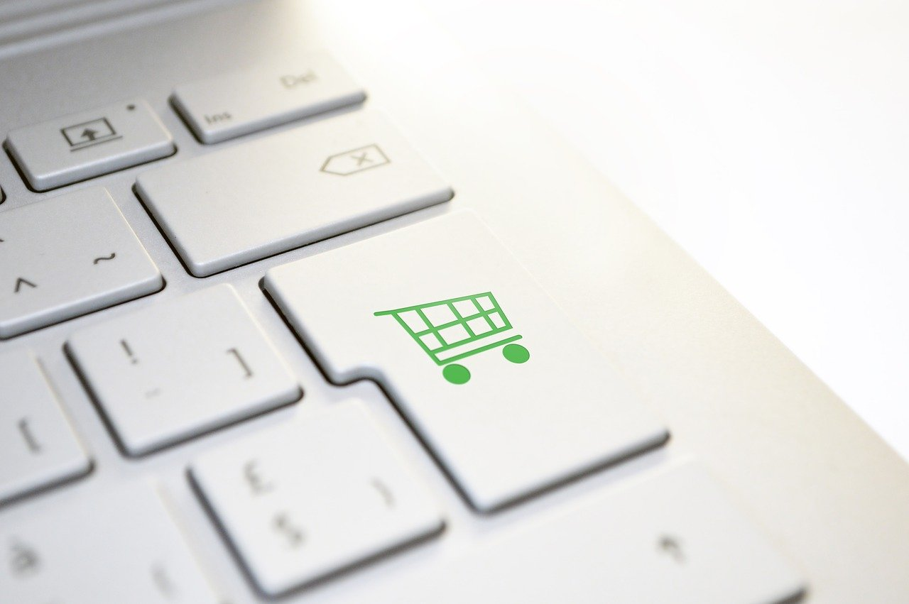 A keyboard with an online shopping button